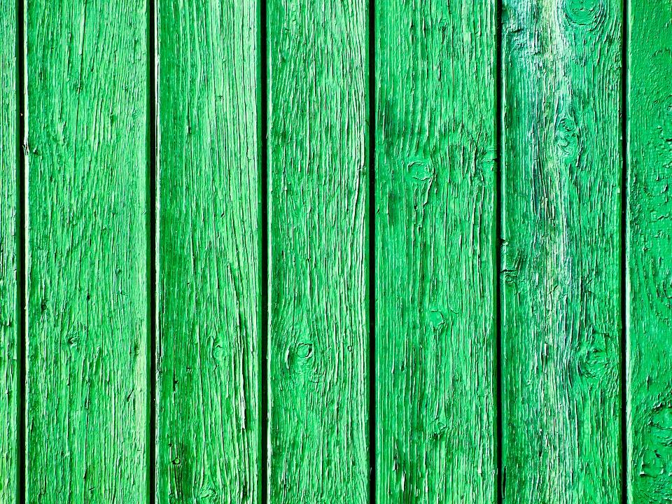 O płot z drewna trzeba odpowiednio dbać