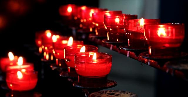 Świeczniki jako element dekoracyjny wnętrza