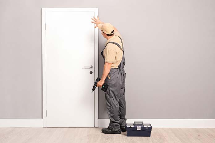 Drzwi z ukrytymi czy widocznymi ościeżnicami