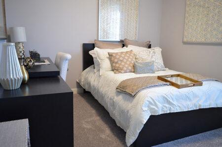 Koce i narzuty, które staną się idealnym uzupełnieniem sypialni